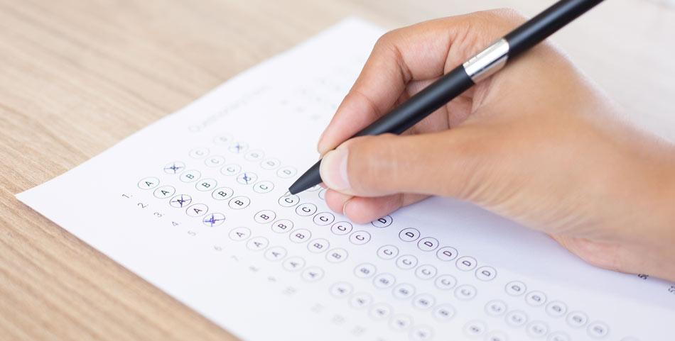 آزمون های آنلاین چه کمکی به موسسات زبان می کند؟